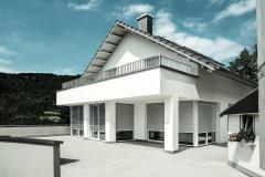 Einfamilienhaus_mit_ROMA_Rollladen_und_Raffstoren_(4116)